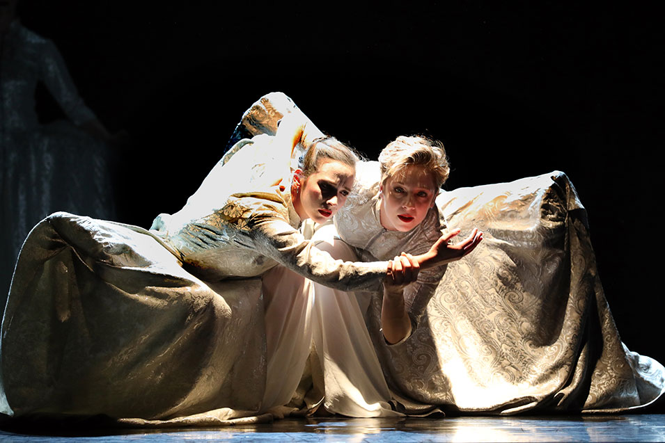 Anna Casasola Fontseca en Amelie Lambrichts in Pearl (foto Hans Gerritsen)