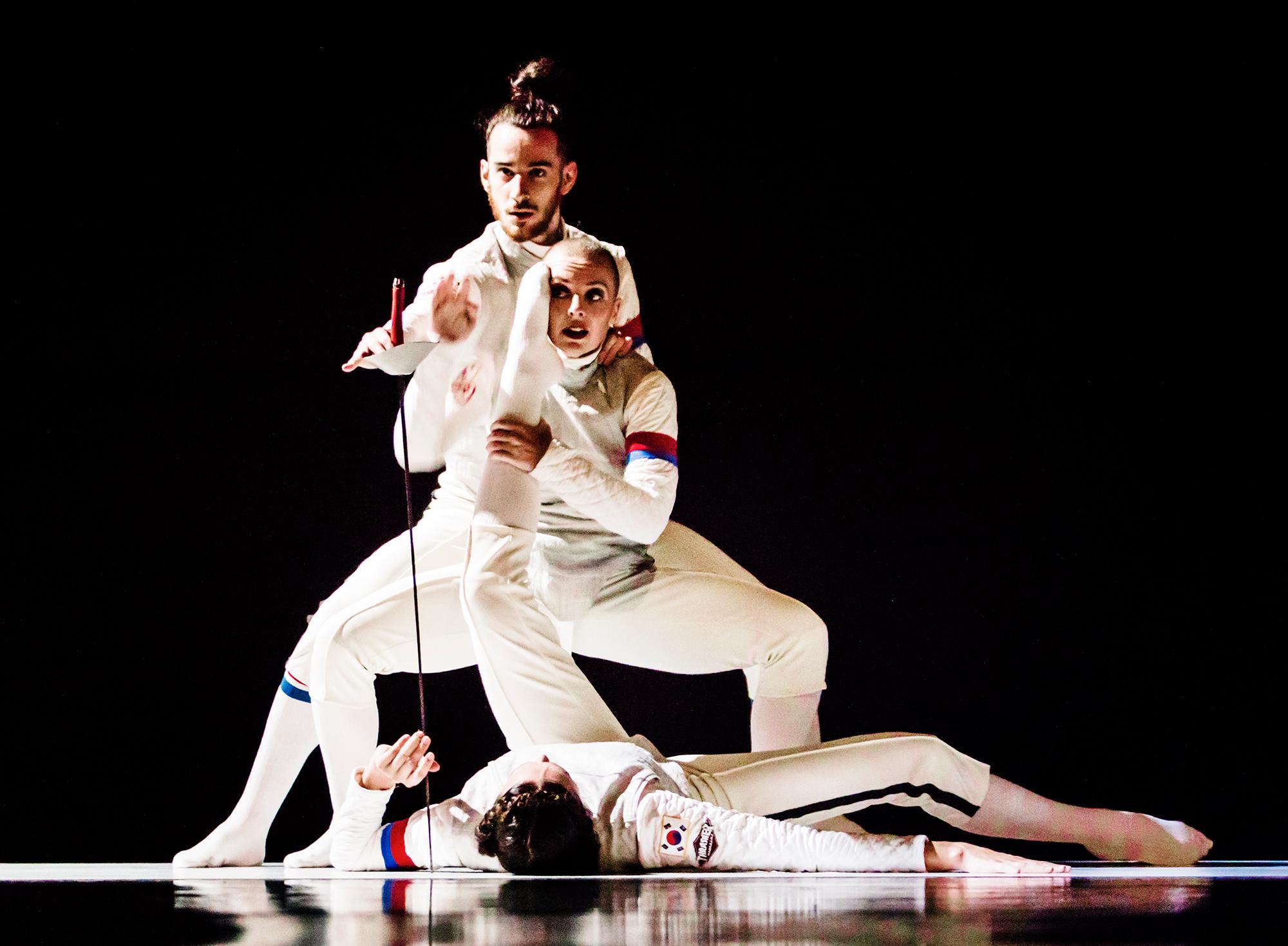 TWOOLS - Scapino Ballet Rotterdam & Marcos Morau (in beeld Bonnie Doets, Maya Roest en Dario Minoia)