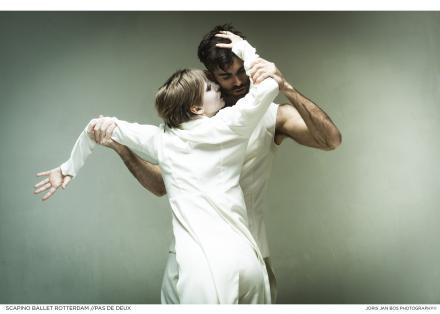 Scapino Ballet - Pas de Deux (foto Joris-Jan Bos)