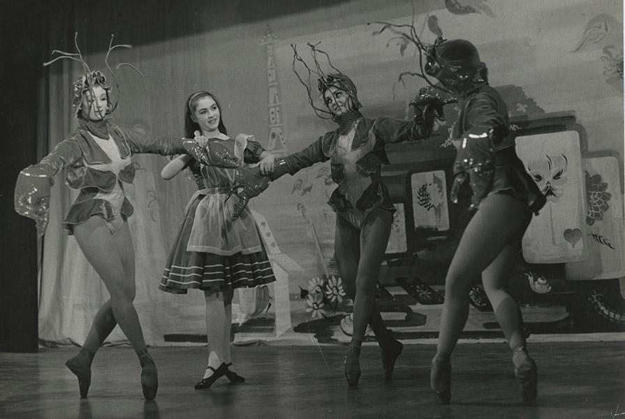 Alice in Wonderland | choreografie Richard Glasstone (foto Maria Austria)