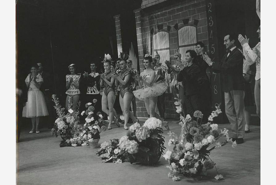 Applaus na de voorstelling Jantjes eerste schooldag (foto Hans van den Busken)