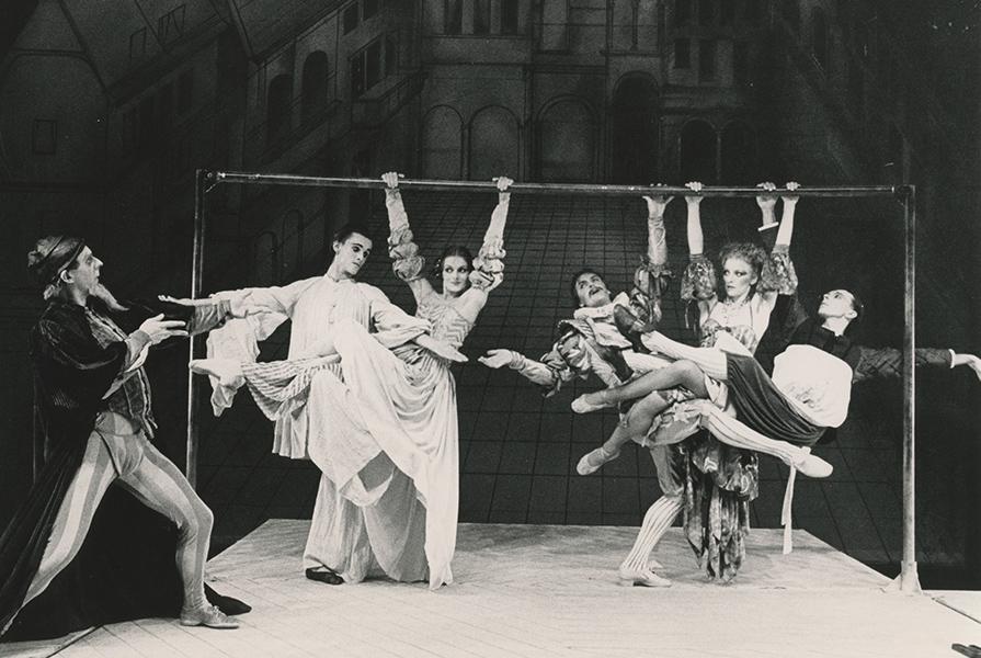Piccolo Mondo   choreograaf Jiří Kylián (foto Jorge Fatauros)