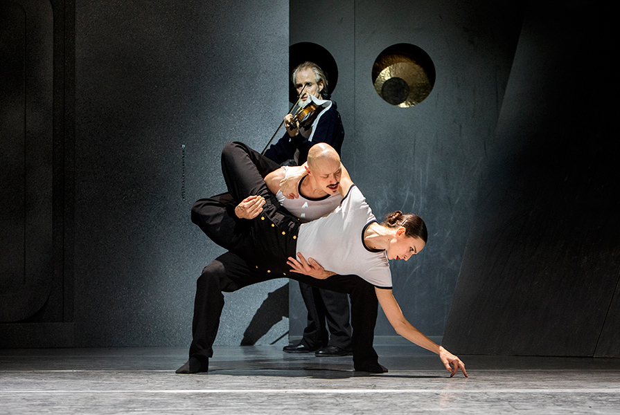 All hands on deck   choreografie Ed Wubbe (foto Bas Czerwinski)