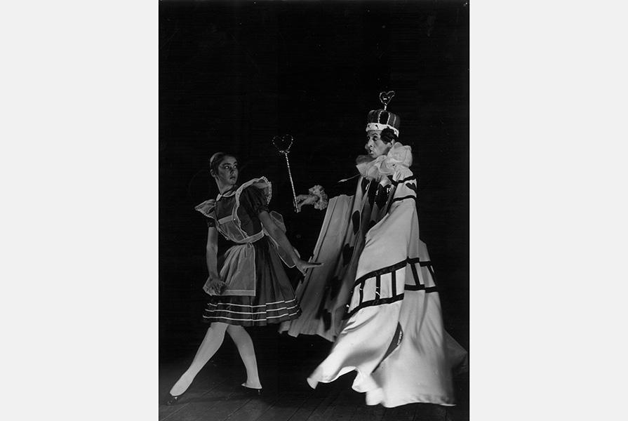 Alice in Wonderland | choreografie Richard Glasstone (foto Hans van den Busken)