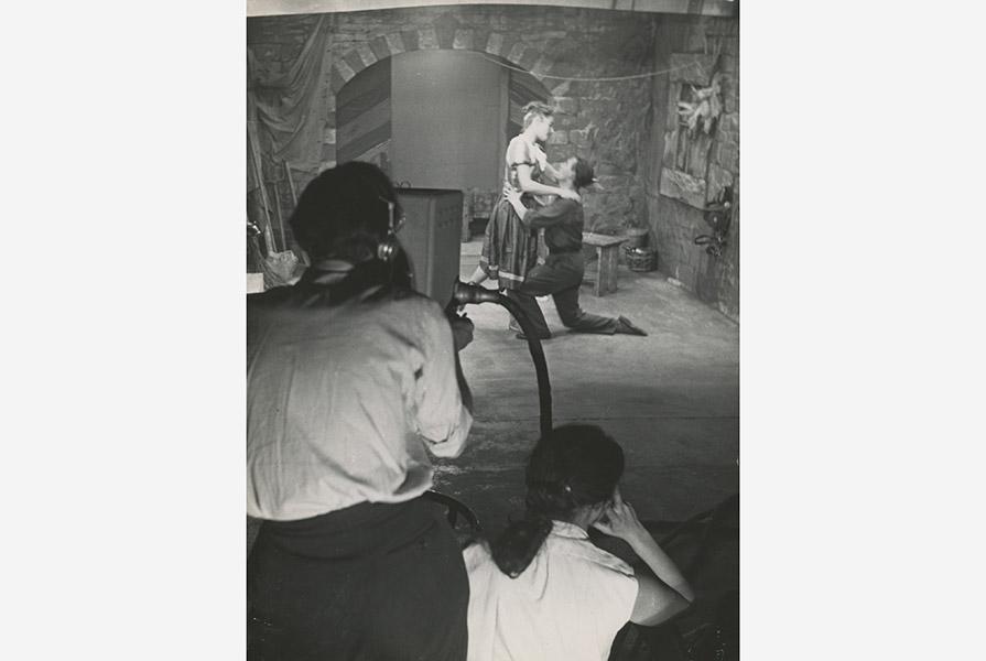 Hans Snoek kijkt toe bij de opnames (foto Huub de Mul)