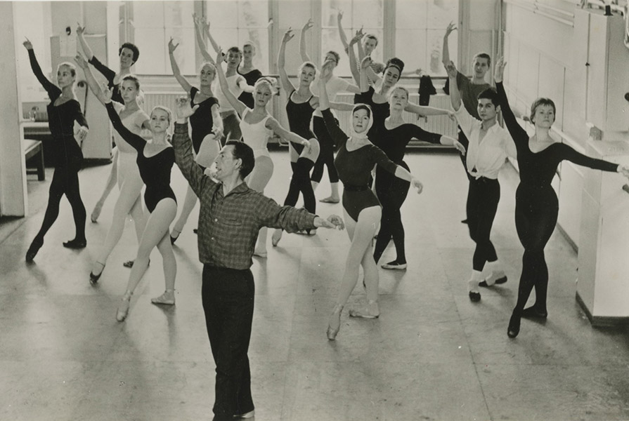 Jan Rebel geeft balletles (foto Hans van den Busken)
