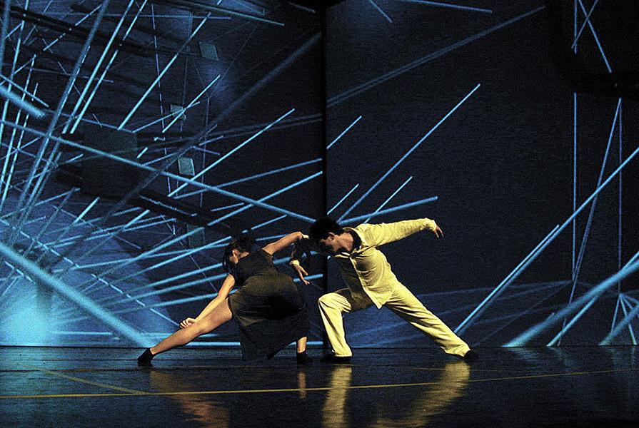 Manyfacts, live in the 3D city | choreografie Ed Wubbe | stage design MVRDV (foto Ruben Stern)