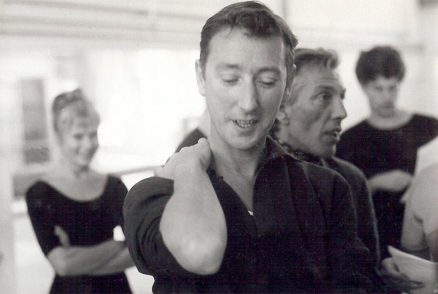Albert Mol tijdens de repetities voor Pinokkio