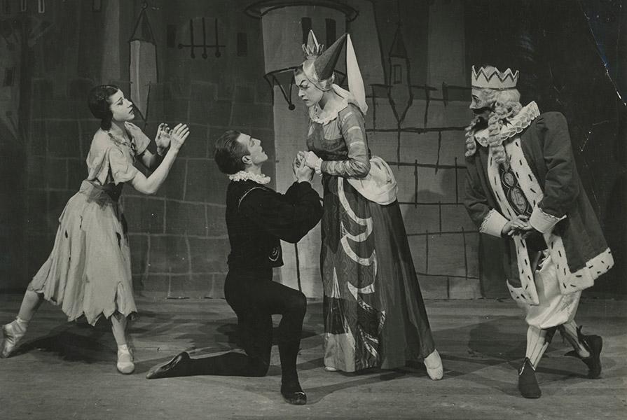 De Prinses op de Erwt   choreografie Jan Rebel (foto E. van Wijk)